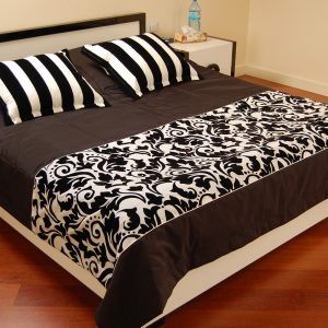 brązowo-czarne-nakrycie-łóżka